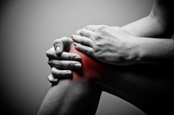 Болит колено сзади