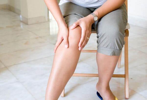 Причина боли в колене сзади
