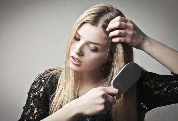 Народные средства от выпадения волос у женщин - рецепты в домашних условиях