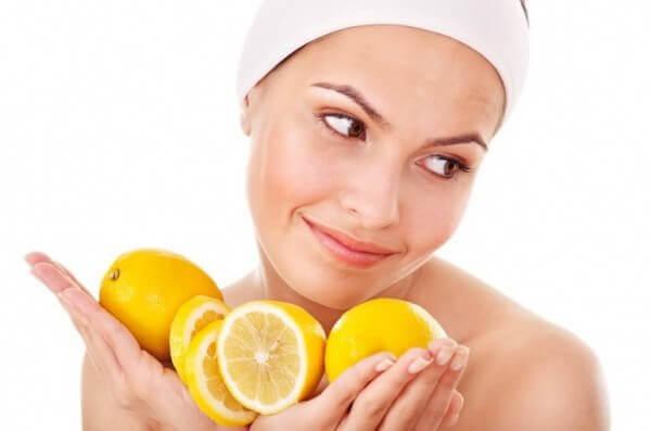 Как отбелить лицо лимоном