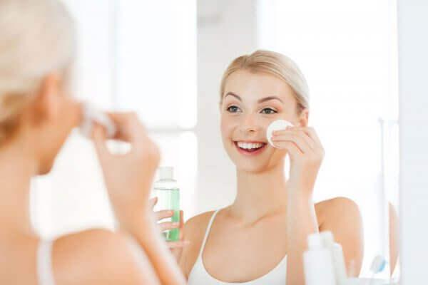 Как пользоваться мицеллярной водой для лица