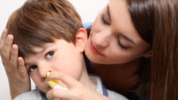 Как промывать нос соленой водой при насморке