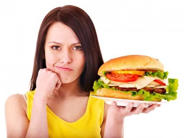 болит живот после еды