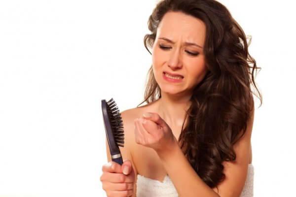 Что может быть причиной ломкости волос