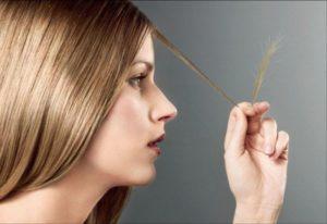 ломкие волосы у девушки на голове